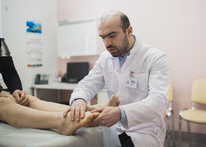Вальгусная деформация большого пальца стопы - косточки шишки на ногах